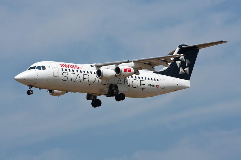 "HB-IYV Avro RJ-100 c/n E3377 Brussels/EBBR/BRU 05-07-11 ""Star Alliance"""