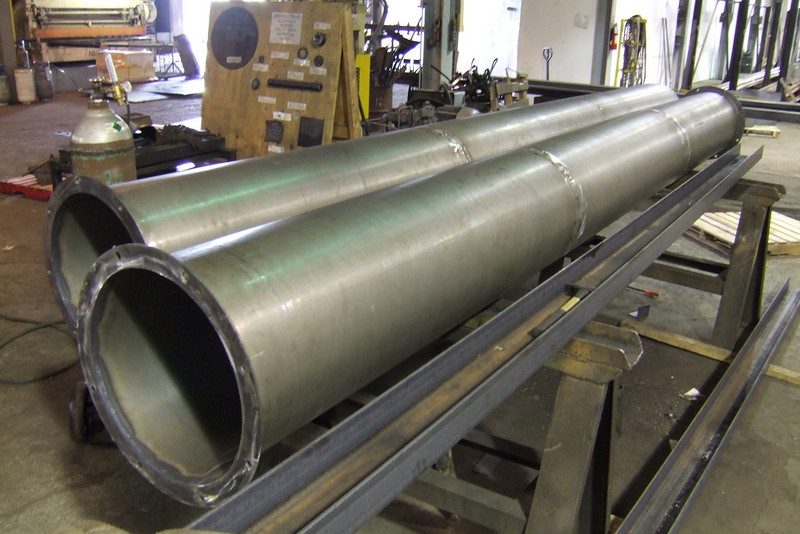 16 ga. welded pipe with ang. iron rings.JPG