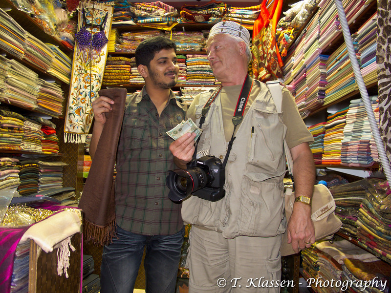 Shopping in the Mutrah Souq in Muscat, Sultanate of Oman.