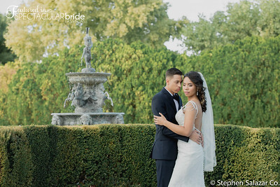 Couple by fountain 02