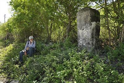 Grenspaal between plantation Hermanus and Meiberg