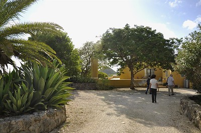 ...and there it is on the left side of the veranda, the plantation bell pillar of San Nicolaas.