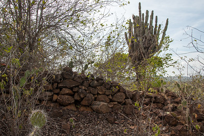 Stone wall on top of Seroe Bandera