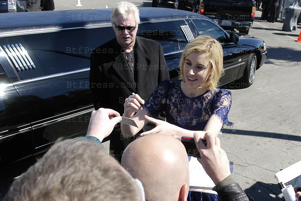 Actress Greta Gerwig arrives  at the 2011 Film Independent Spirit Awards in Santa Monica,California on February 26,2011