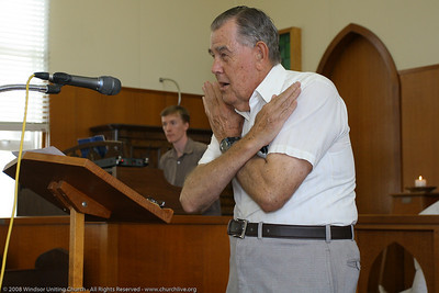 "Jim plugs into ""Cricket Umpire Mode"" when giving the announcements - Windsor Uniting Church 2008 - churchlive.org"