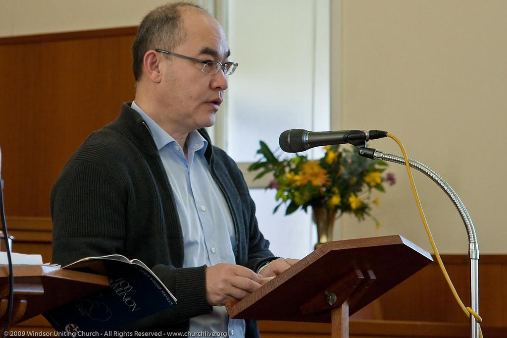 Peter presents the Bible Reading - churchlive.org - Windsor Uniting Church, Brisbane, Australia