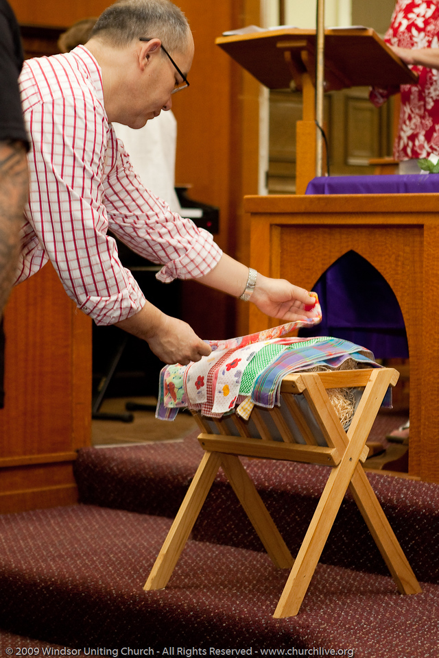 """Cloth for the Cradle Liturgy"", Christmas 2009 - churchlive.org - 'Step into the Light' - Windsor Uniting Church, Brisbane, Queensland, Australia"