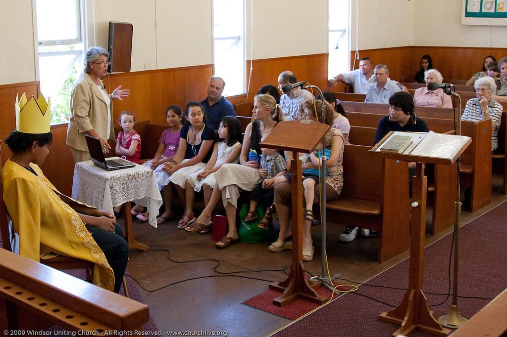 Keren Seto  gives the Children's Address - churchlive.org - 'Step into the Light' - Windsor Uniting Church, Brisbane, Queensland, Australia.