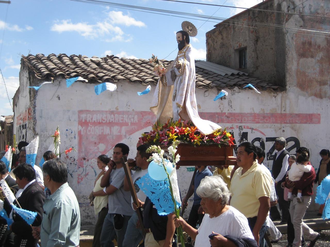 San Pablo travelled to meet La Virgen as she arrived.