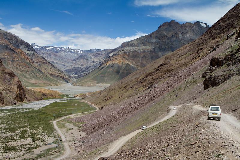 Going down from the Kunzum pass (4,590 m). Spiti.