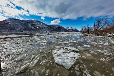 Ice Flow on Hudson River