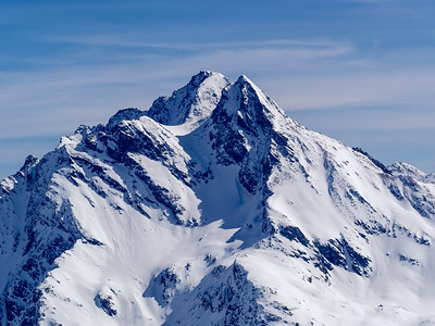 Hohe Riffl is one of my favourite mountians around. I was looking at for most of the winter out of my window at @kayakschoolarlberg.  It is so distinct and beautiful I have been wondering about skiing lines. Mission time?