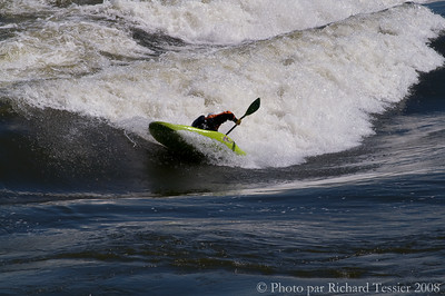 Konica Minolta 7D, Habitat '67; Kayak de rivière; Lieux; Montréal; Région de Montréal; Région du Québec; Sport; Surf de rivière