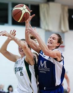 XXWomen's Premier Cup Quarter Final Basketball, Team Montenotte Hotel v Meteors 08/12/2013  .  Emilee Harmon Team Montenotte, clashes with Meteors' Kate McDaid.  Picture: Andy Jay.