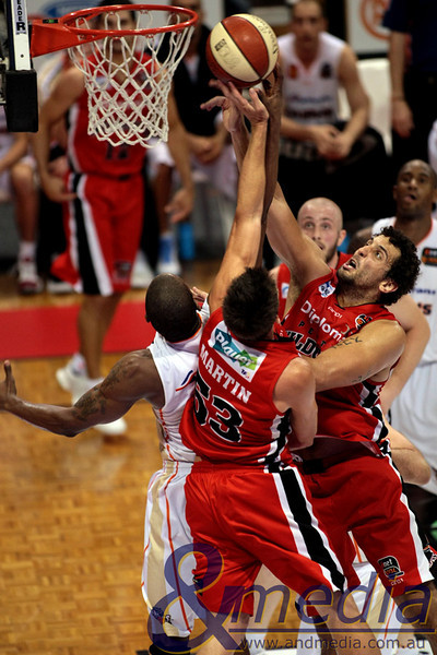060311NBL20353 Perth Wildcats vs Cairns Taipans - 06/03/2011 Challenge Stadium Perth Wildcats forward Matt Knight and guard Damian Martin contest the rebound over Taipans' forward Rod Dorsey. Photo: TRAVIS ANDERSON - ANDMEDIA