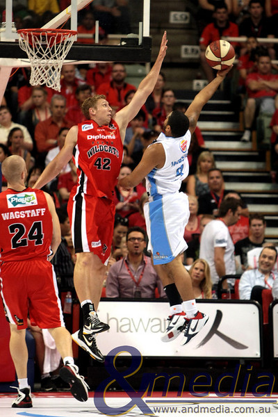 141110NBL10211 Perth Wildcats vs New Zealand Breakers - 14/11/2010 Challenge Stadium Wildcats' forward Shawn Redhage attempts to block the shot of Breakers' guard Corey Webster. Photo: TRAVIS ANDERSON - ANDMEDIA