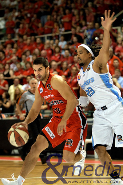 141110NBL10042 Perth Wildcats vs New Zealand Breakers - 14/11/2010 Challenge Stadium Perth Wildcats guard Kevin Lisch drives to the hoop against Breakers' guard CJ Bruton. Photo: TRAVIS ANDERSON - ANDMEDIA