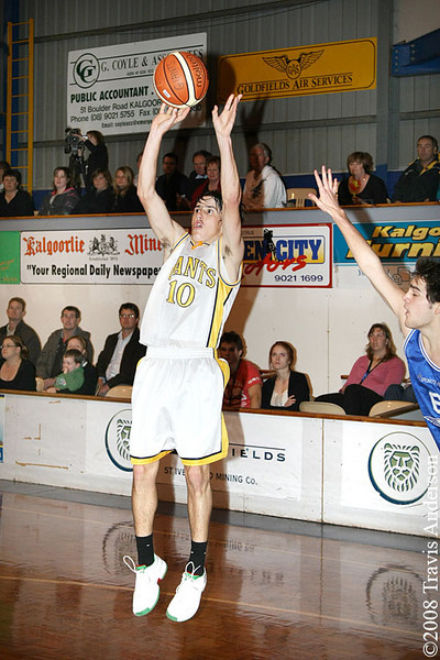 270708kalgiantsta Goldfields Giants vs Perry Lakes Hawks SBL Basketball Ryan Hulme (Giants) puts up a mid range jumpshot.
