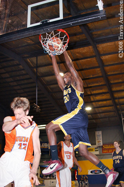 150608kaldialls2ta Giants import Darnell Dialls emphatically dunks on Eastern Suns player Sam Nevill.