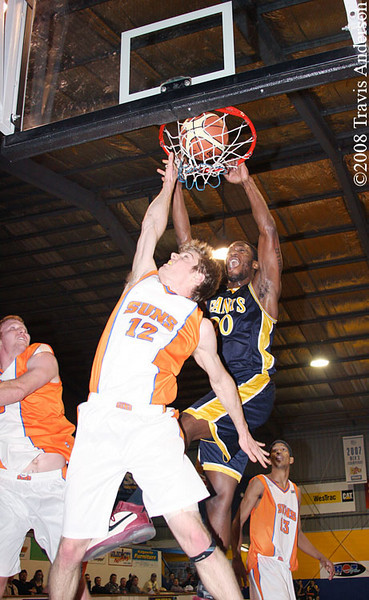 150608kaldialls1ta Giants import Darnell Dialls emphatically dunks on Eastern Suns player Sam Nevill.