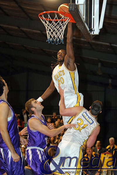 300809GGLLK1930 SBL - Goldfields Giants vs Lakeside Lightning - Semi Finals Game 2 Giants' import Darnell Dialls dunks on Lakeside's Brett Olsen. Photo by Travis Anderson