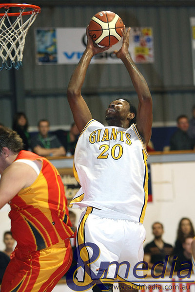 020509GGMM0890 WASBL - Goldfields Giants vs Mandurah Magic Giants' import Alonzo Hird goes up strong over Mandurah's Tom Remmerswaal. Photo by Travis Anderson - Andmedia/Sports Vision © 2009.