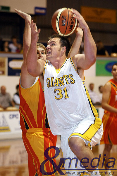 020509GGMM0683 WASBL - Goldfields Giants vs Mandurah Magic. Goldfields Giants' import Michael Haney goes up strong against Mandurah's Tom Remmerswaal. Photo by Travis Anderson - Andmedia/Sports Vision © 2009.