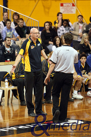 180509kalgiantsta SBL - Goldfields Giants vs Cockburn Cougars Goldfields Giants coach Stephen Charlton unsuccessfully pleads his case to referee Bryan Johansson late in the game. Photo by Travis Anderson