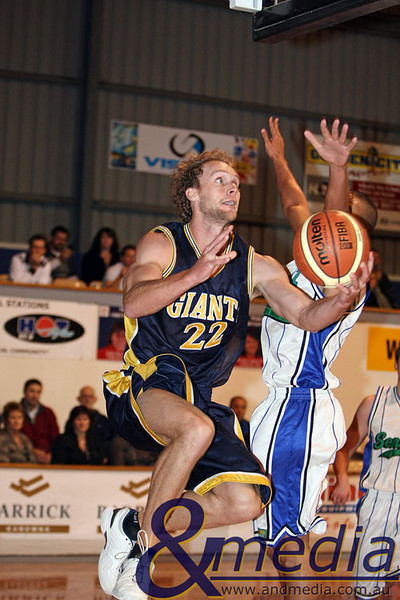 060609GGSS0516 SBL - Goldfields Giants vs Stirling Senators Giants' swingman Mark Heron gets by Stirling's Carmie Olowoyo for the reverse layup. Photo by Travis Anderson - Andmedia/Sports Vision © 2009.