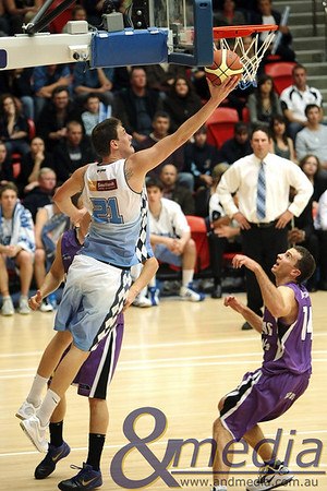 220810kalsbl2supp SBL Mens Grand Final - Lakeside Lightning vs Willetton Tigers - 21st August 2010 Tigers' centre Daniel Johnson goes up for the baseline layup against Lightning duo Ben Beran and Jarrad Prue (right). Photo by Travis Anderson - Andmedia ©2010.
