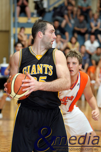 140310GGKSK7856 SBL - Goldfields Giants @ Kalamunda Eastern Suns Giants' centre John Vaudreuil posts up Suns' centre Nebo Franich. Photo: Travis Anderson - Andmedia/Sports Vision ©2010.