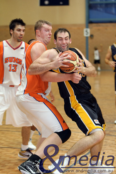 140310GGKSK7735 SBL - Goldfields Giants @ Kalamunda Eastern Suns Giants' centre John Vaudreuil jostles for position against Suns' centre Justin Brown. Photo: Travis Anderson - Andmedia/Sports Vision ©2010.