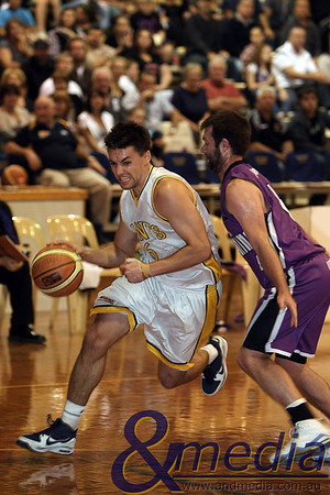 080510GGLL0310 SBL - Goldfields Giants vs Lakeside Lightning Giants' guard Jimmy Bowler drives on Lakeside guard Steve Butler. Photo by Travis Anderson - Andmedia ©2010.