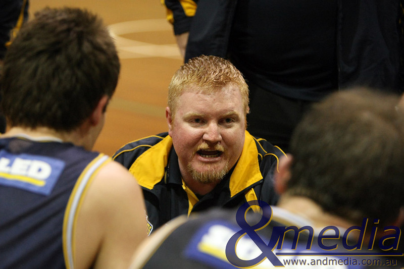 150510GGMM0111 Goldfields Giants @ Mandurah Magic Giants' stand-in head coach Ryan Hough talks to his team during a time out. Photo by Travis Anderson - Andmedia ©2010.