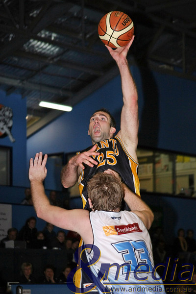 050610WTGG1576 SBL - Goldfields Giants @ Willetton Tigers - 5th June 2010 Giants' centre John Vaudreuil puts up the left handed jumphook over Willetton guard Adam Nener. Photo by Travis Anderson - Andmedia ©2010.