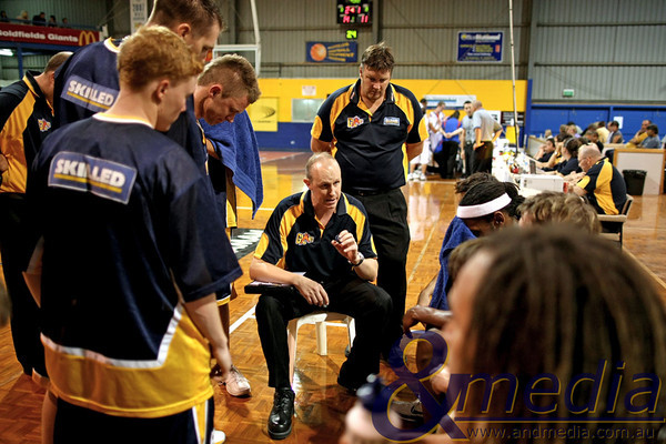 260311GGEE10130 SBL - Goldfields Giants vs East Perth Eagles Giants' coach Wayne Creek talks to his team during a first quarter time out. Photo: Travis Anderson - Andmedia/Sports Vision ©2011