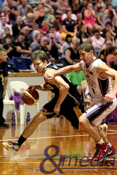 160411GGLL10434 SBL - Goldfields Giants vs Lakeside Lightning Giants' swingman Matthew Leske drives on Lakeside guard Brad Jackson. Photo: Travis Anderson - Andmedia/Sports Vision ©2011