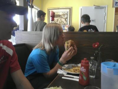 Mikkel spiste Mega burger (333 g bøf)