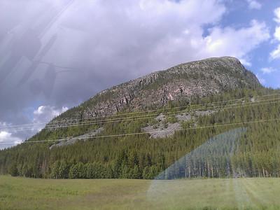 Udsigt til bjerge og træer