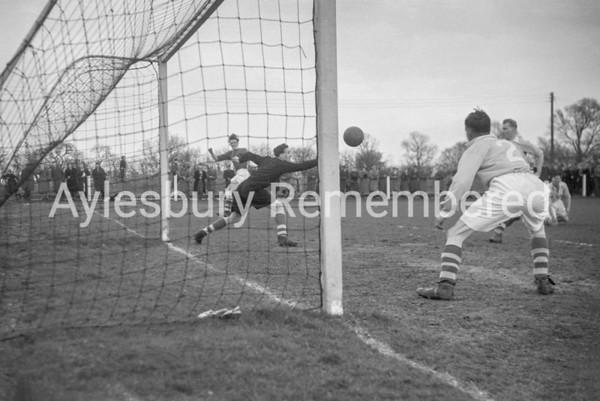 Aylesbury Utd v Brentwood & Warley, Mar 7th 1953