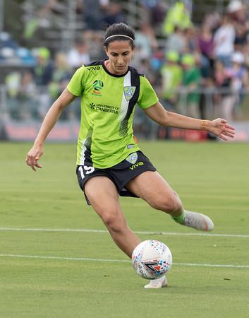 leena Khamis practice volley