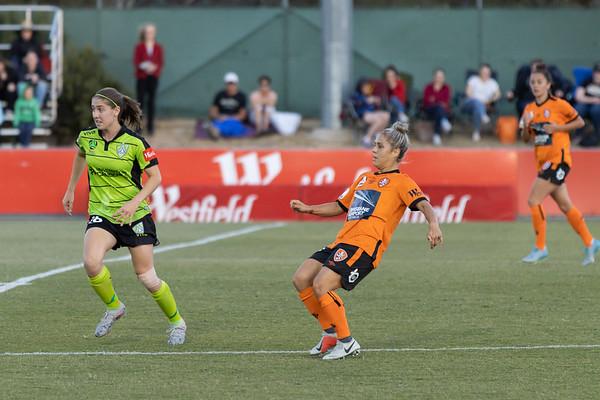 Katrina Gorry pass towards goal