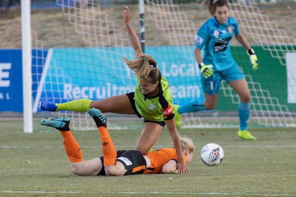 Katie Stengel battles Clare Polkinghorne