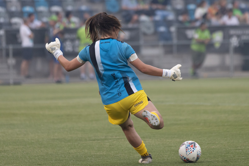 Sham Khamis controlled kick