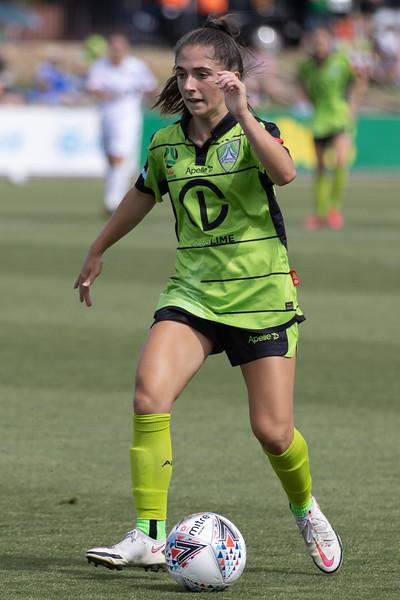 Emma Ilijoski prepares to pass