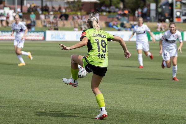 Nicki FLANNERY brings ball down
