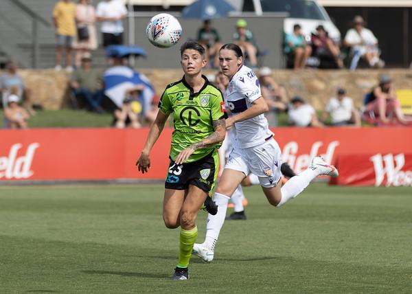 Michelle Heyman chasing ball