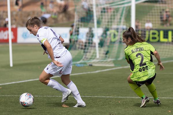 Natasha Rigby defends well around Ilijoski