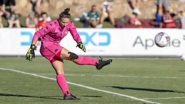 Sarah WILLACY kicks long