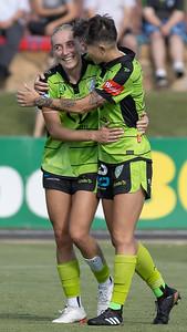 Michelle Heyman & Nicki FLANNERY celebrate Second goal